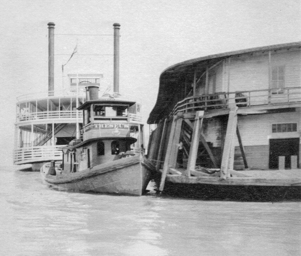 The ferry G.W. Robertson with the tug Theseus at the Cairo wharfboat. (Keith Norrington collection)